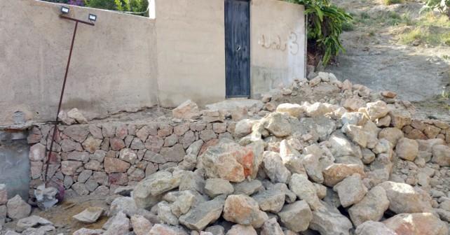 Tapiado de la entrada a una vivienda en Carboneras por parte del Ayuntamiento