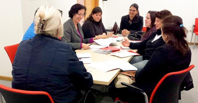 Reunión que ha mantenido la candidata del PSOE al Parlamento de Andalucía Noemí Cruz con colectivos LGTB