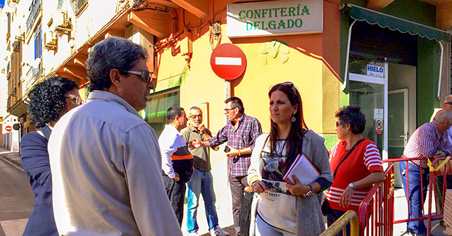 Visita de la concejala del Grupo Socialista en el Ayuntamiento de Almería, Inés Plaza, a las obras del barrio de Plaza de Toros de la capital