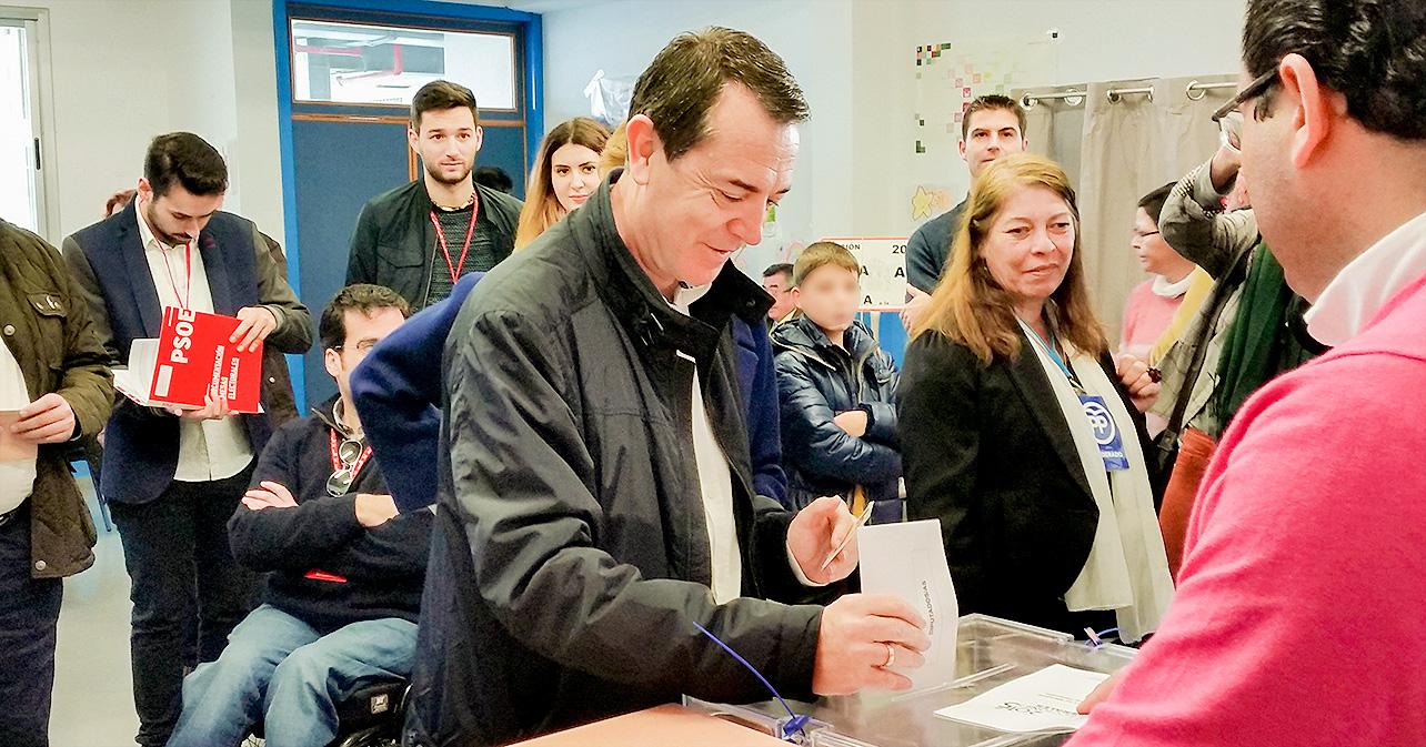 Declaraciones que ha realizado el cabeza de lista del PSOE de Almería al Senado, Juan Carlos Pérez Navas, tras votar en el colegio Nueva Almería de la capital