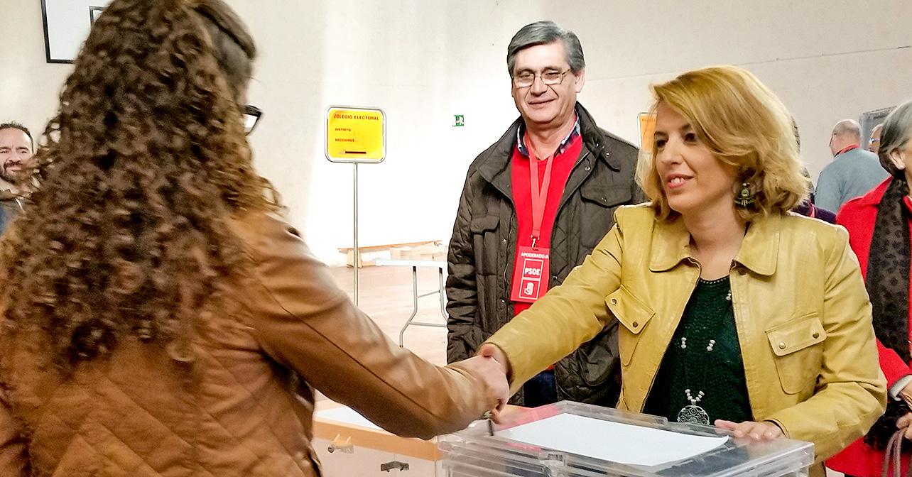 Declaraciones que ha realizado la cabeza de lista del PSOE de Almería al Congreso, Sonia Ferrer, minutos antes de votar en el IES Puerta de Pechina