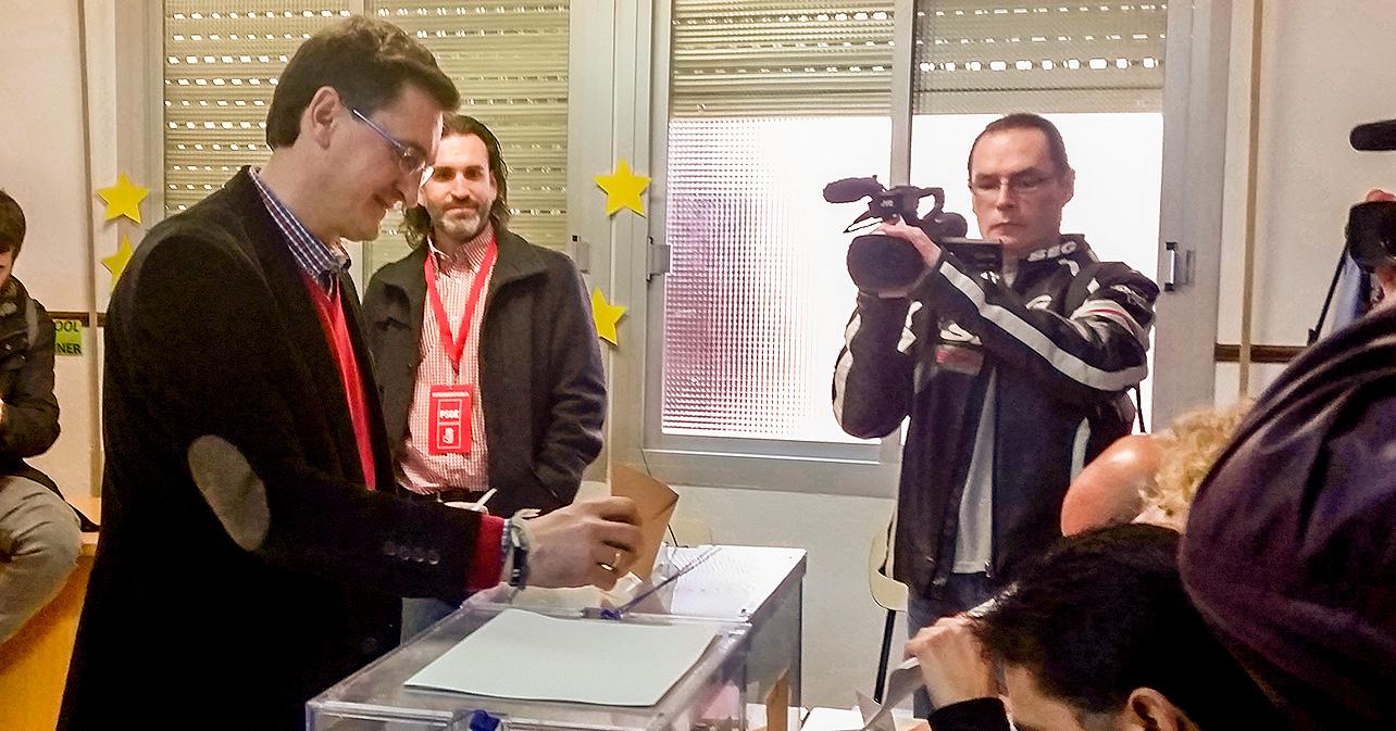 Declaraciones que ha realizado el secretario general del PSOE de Almería, José Luis Sánchez Teruel, tras votar en el colegio Nuestra Señora del Milagro de la capital