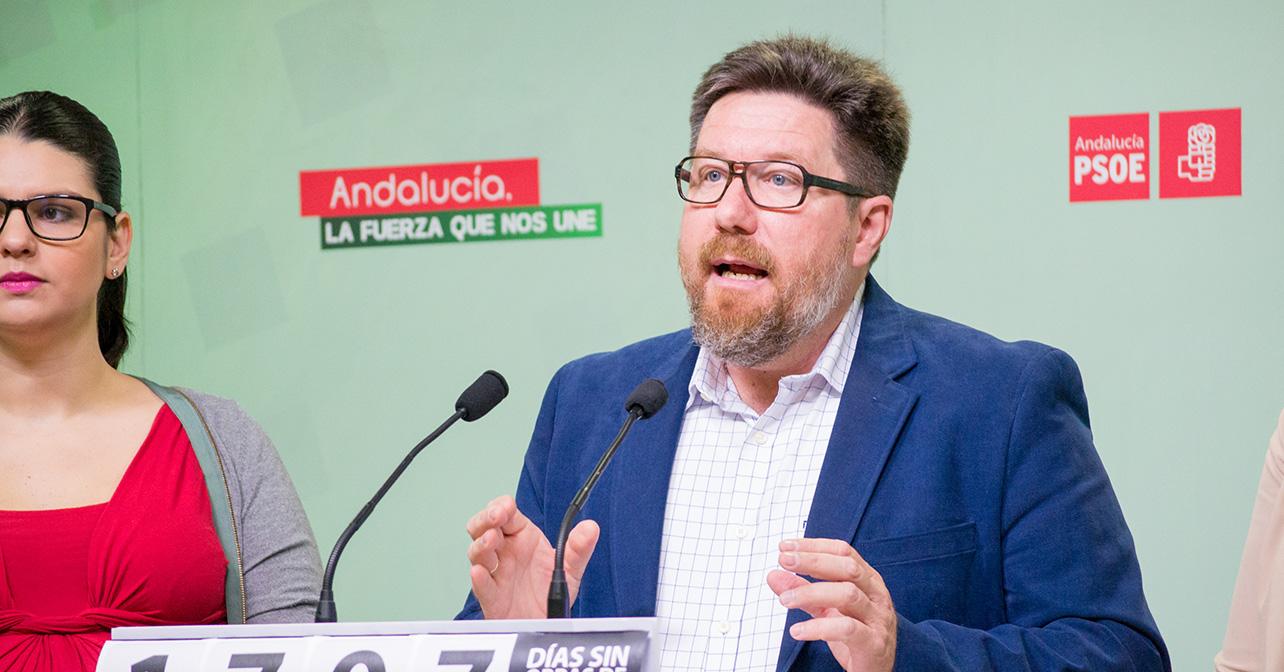 Rueda de prensa sobre el río Adra que ha ofrecido el parlamentario andaluz del PSOE de Almería, Rodrigo Sánchez