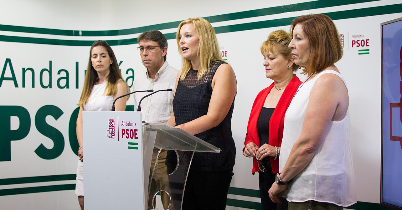 Rueda de prensa que ha ofrecido la portavoz del PSOE en el Ayuntamiento de Adra, Teresa Piqueras