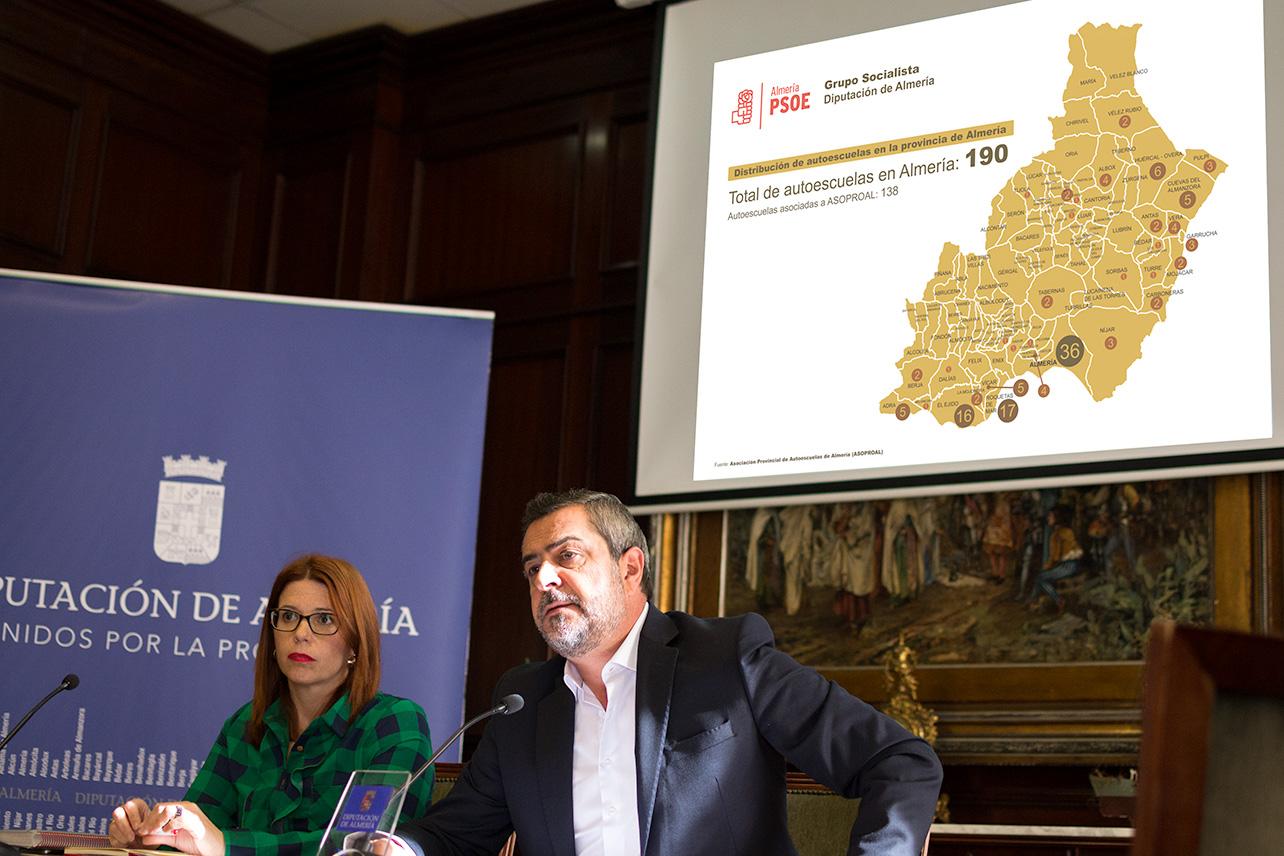Rueda de prensa que ha ofrecido el portavoz del Grupo Socialista en la Diputación Provincial, Juan Antonio Lorenzo