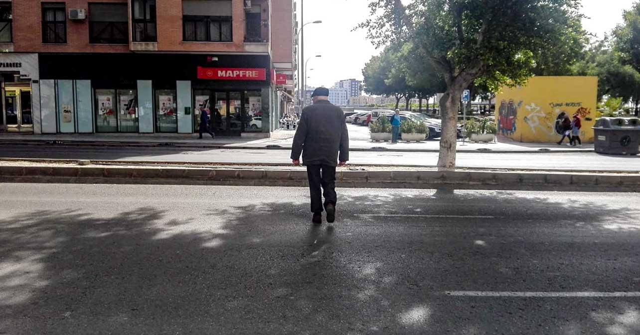 Falta de paso de peatones en la Avenida del Mediterráneo