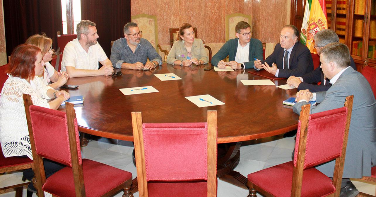 Reunión que han mantenido los responsables provinciales de PSOE, UGT y CCOO con el subdelegado del Gobierno